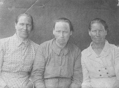 Прабабушка слева с сёстрами. - 022.jpg