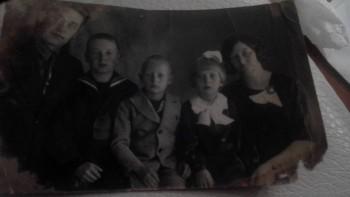 Дед мужа слева,рядом с отцом. - 2016330002229.jpg
