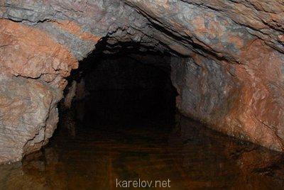 Создадим протосценарий фильма Как царь Пётр карела белил ? - вода в кончезерских  пещерах.jpg